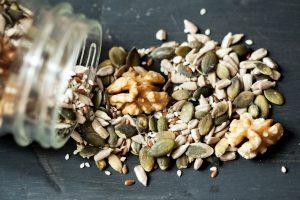 Imagens de sementes diversas ilustram post de Horta dentro do seu apartamento, do blog da Morar Construtora