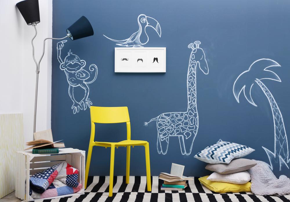 Sugestão de parede de giz com desenhos infantis ilustra post sobre como usar parede de giz, do blog da Morar Construtora