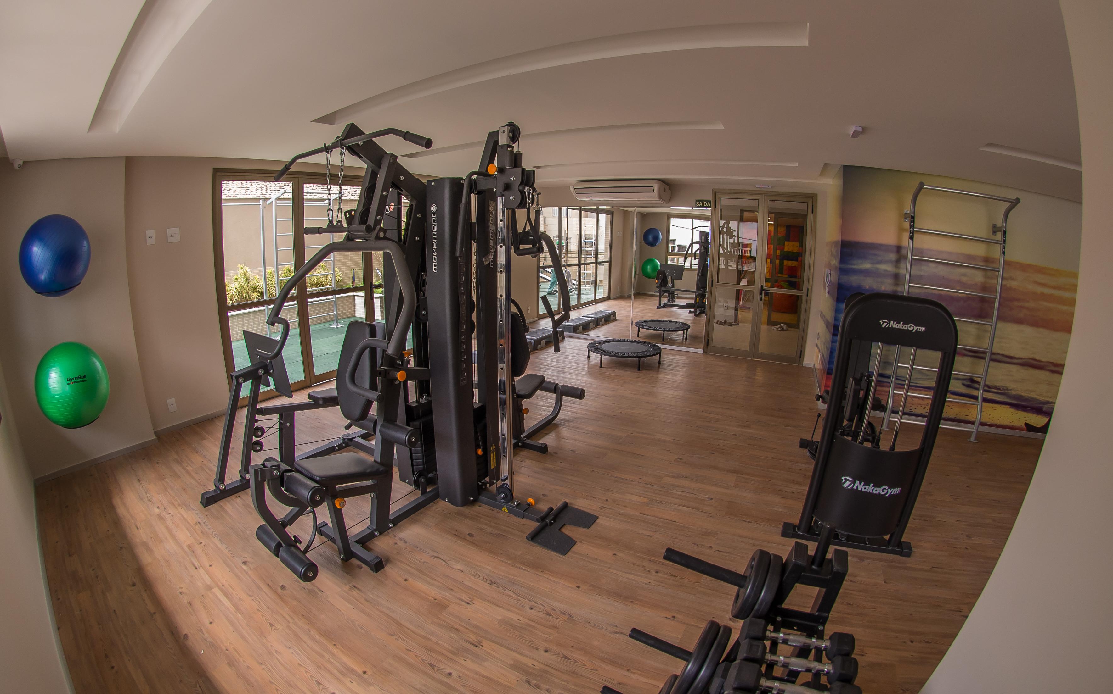 Equipada com wifi e integrada com espaço mais saúde, a academia do condomínio Mirador Camburi.